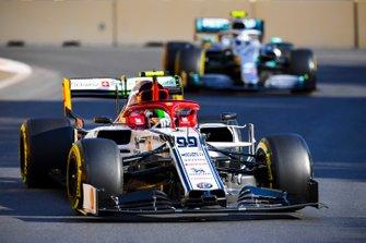 Antonio Giovinazzi, Alfa Romeo Racing C38, leads Valtteri Bottas, Mercedes AMG W10
