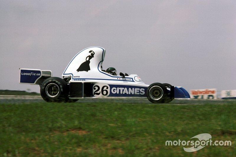 Но дальше всех в погоне за «чистым» воздухом зашли конструкторы Ligier – их машину JS5 даже прозвали «гоночным слоном»