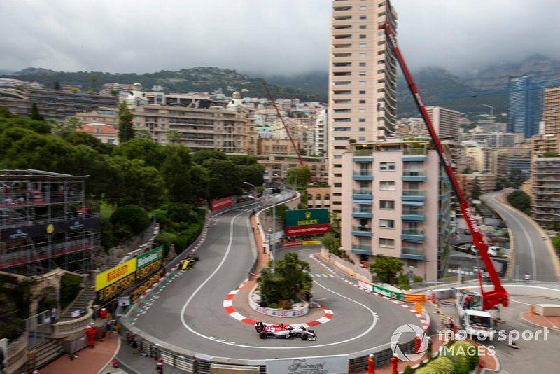 Kimi Raikkonen, Alfa Romeo Racing C38, Daniel Ricciardo, Renault R.S.19