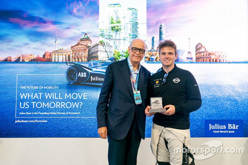 Oliver Rowland, Nissan e.Dams receives the Julius Baer Pole Position award