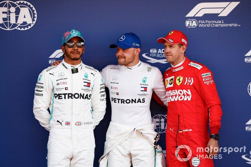 Los tres primeros clasificados, Lewis Hamilton, Mercedes AMG F1, el hombre de la pole Valtteri Bottas, Mercedes AMG F1 y Sebastian Vettel, Ferrari