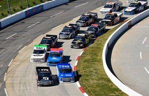 Kyle Busch, Kyle Busch Motorsports, Toyota Tundra Cessna and Austin Hill, Hattori Racing Enterprises, Toyota Tundra United Rentals