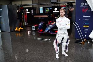 Sam Bird, Envision Virgin Racing devant sa Audi e-tron FE05
