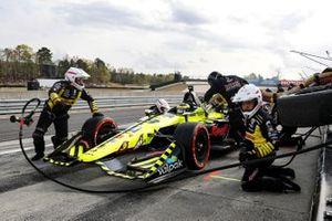 Sebastien Bourdais, Dale Coyne Racing with Vasser-Sullivan Honda, pit stop