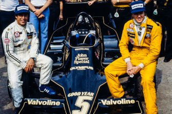 Mario Andretti, Lotus; Ronnie Peterson, Lotus