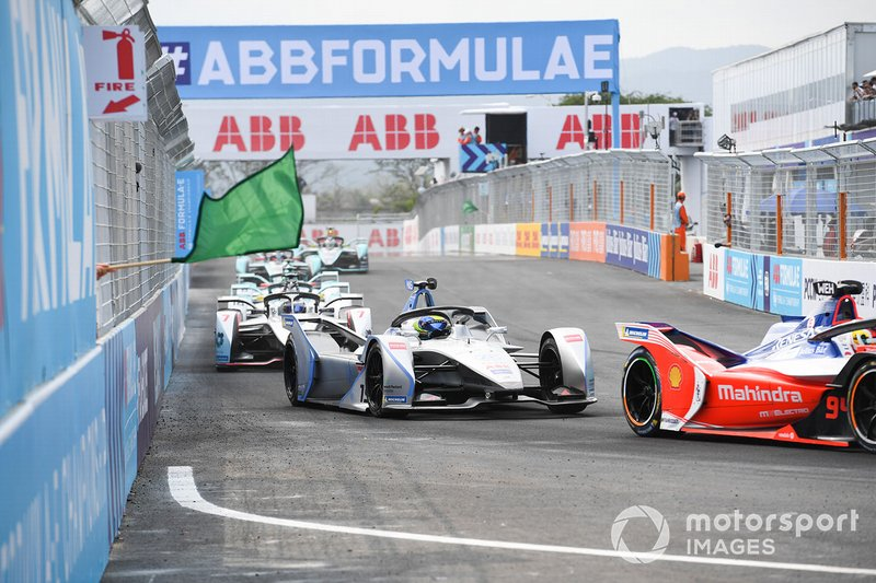 Felipe Massa, Venturi Formula E, Venturi VFE05, follows Pascal Wehrlein, Mahindra Racing, M5 Electro, as green flags are waved