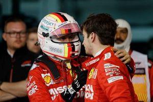Sebastian Vettel, Ferrari, avec son coéquipier Charles Leclerc après la course