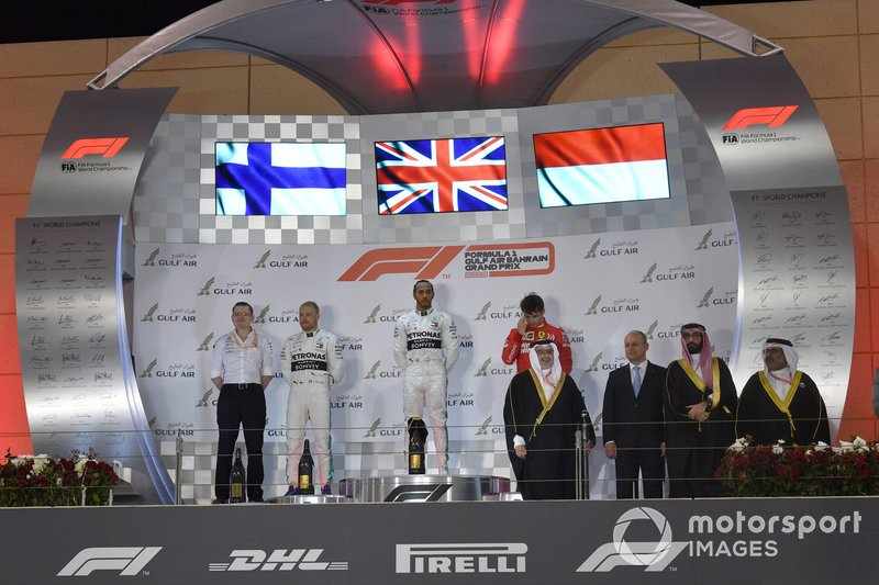 Valtteri Bottas, Mercedes AMG F1, 2° classificato, Lewis Hamilton, Mercedes AMG F1, 1° classificato, e Charles Leclerc, Ferrari, 3° classificato, sul podio