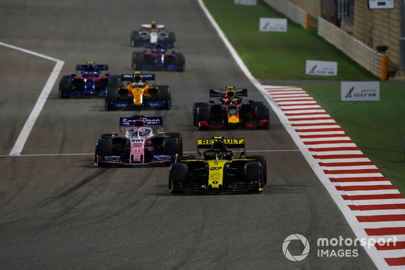 Nico Hulkenberg, Renault R.S. 19, leads Sergio Perez, Racing Point RP19, Pierre Gasly, Red Bull Racing RB15, Lando Norris, McLaren MCL34, and Alexander Albon, Toro Rosso STR14