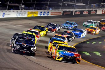 Kyle Busch, Joe Gibbs Racing, Toyota Camry M&M's and Kevin Harvick, Stewart-Haas Racing, Ford Mustang Mobil 1