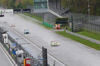 Start action, #63 GRT Grasser Racing Team Lamborghini Huracan GT3 Evo: Mirko Bortolotti, Rolf Ineichen, Christian Engelhart leads
