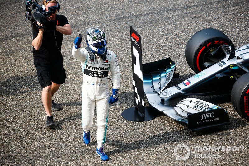 Valtteri Bottas, Mercedes AMG F1, festeggia per la pole position