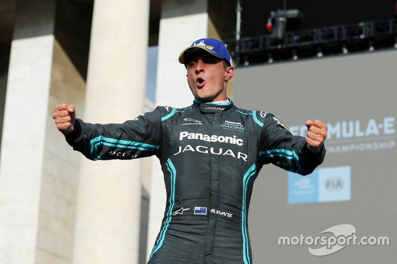 Mitch Evans, Panasonic Jaguar Racing, 1° classificato, festeggia