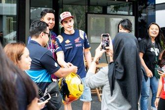 Marc Marquez, Repsol Honda Team con dei tifosi