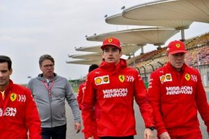 Charles Leclerc, Ferrari, sur la piste avec son équipe