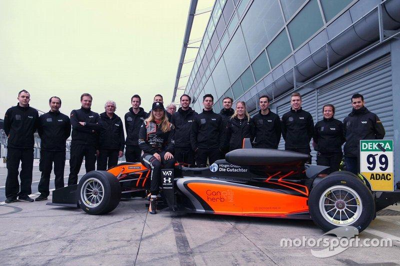 Sophia Flörsch, Van Amersfoort Racing met het team