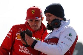Шарль Леклер, Ferrari, и Симоне Реста, технический директор Alfa Romeo Racing