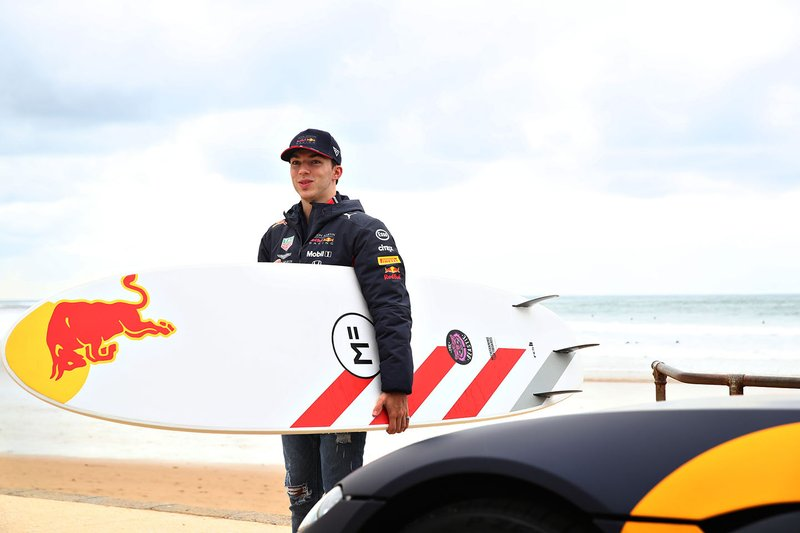Pierre Gasly, Red Bull Racing goes surfing with surf legend Mick Fanning