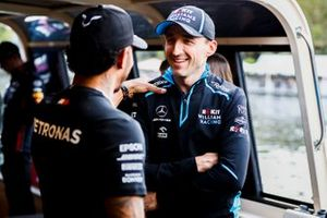 Lewis Hamilton, Mercedes AMG F1 and Robert Kubica, Williams Racing on the way to the Federation Square event