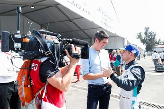 TV Presenter Vernon Kay interviews Bryan Sellers, Rahal Letterman Lanigan Racing