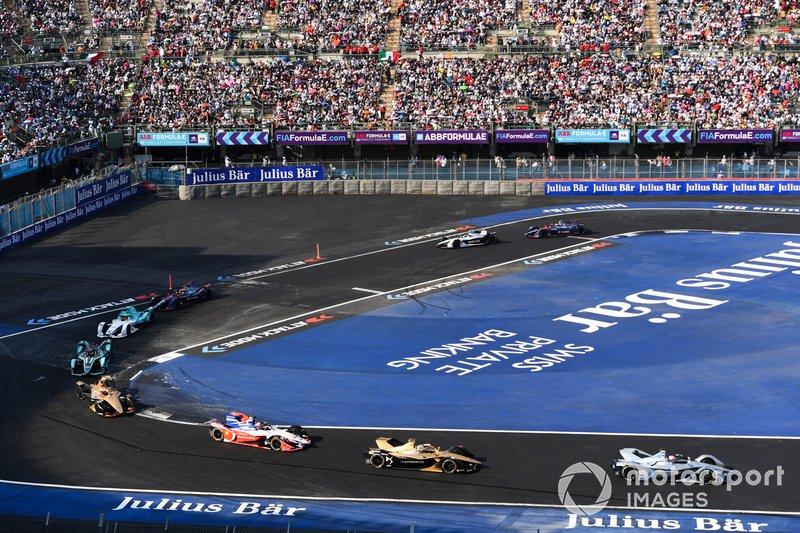 Edoardo Mortara Venturi Formula E, Venturi VFE05 leads Andre Lotterer, DS TECHEETAH, DS E-Tense FE19 and Jérôme d'Ambrosio, Mahindra Racing, M5 Electro