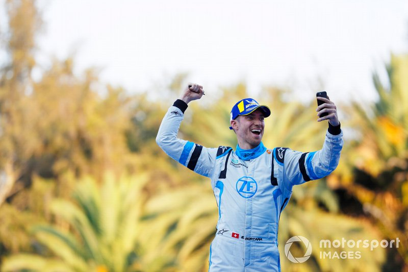 Edoardo Mortara Venturi Formula E, Venturi VFE05, 3rd position, celebrates as he approaches the podium