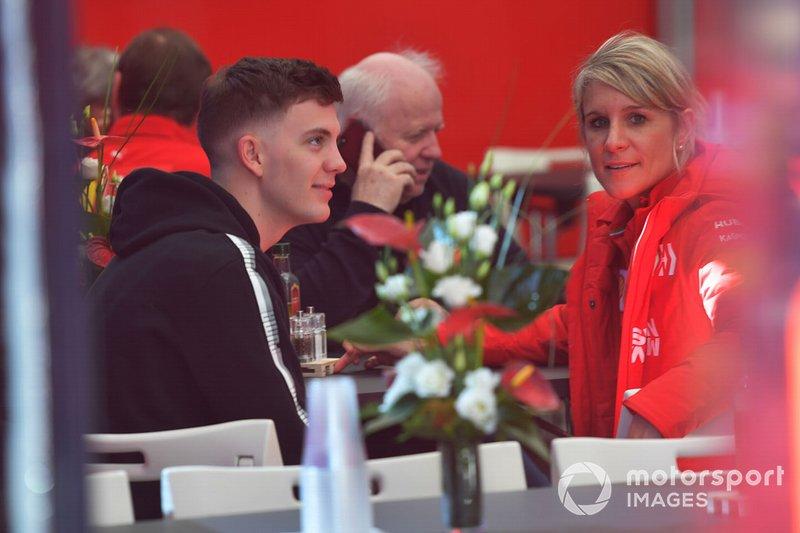 Fabian Vettel, hermano de Sebastian Vettel, Ferrari y Britta Roeske, jefa de prensa del piloto