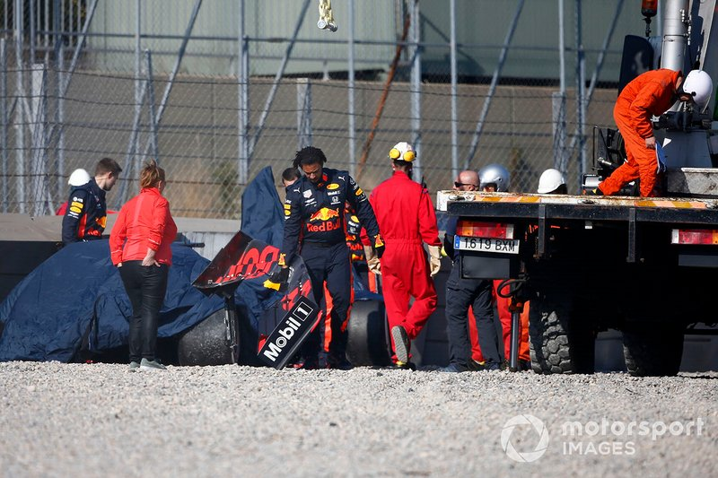 The crashed car of Pierre Gasly, Red Bull Racing RB15 is recovered after crashing