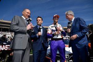 Denny Hamlin, Joe Gibbs Racing, mit Adam Alexander, Jeff Gordon und Darrell Watlrip