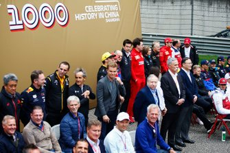 Team members, current and former F1 drivers gathered for the F1 1000 photo call