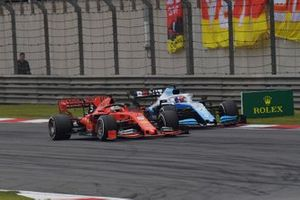 Себастьян Феттель, Ferrari SF90, и Джордж Расселл, Williams FW42