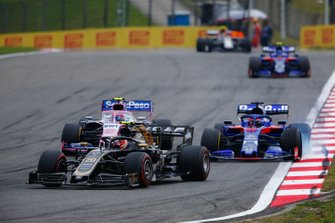 Kevin Magnussen, Haas F1 Team VF-19, leads Lance Stroll, Racing Point RP19, and Daniil Kvyat, Toro Rosso STR14