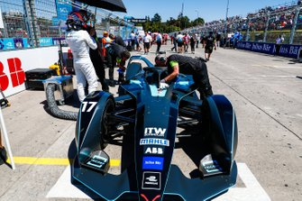 Gary Paffett, HWA Racelab, beside his VFE-05