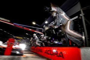 Пит-стоп: Элио Кастроневес, Рики Тейлор, Александр Росси, Acura Team Penske, Acura ARX-05 (№7)