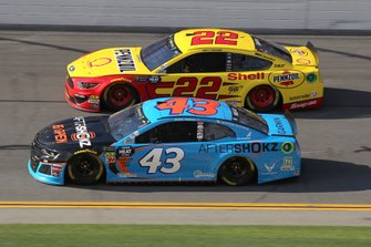 Darrell Wallace Jr., Richard Petty Motorsports, Chevrolet Camaro Aftershokz, Joey Logano, Team Penske, Ford Mustang Shell Pennzoil