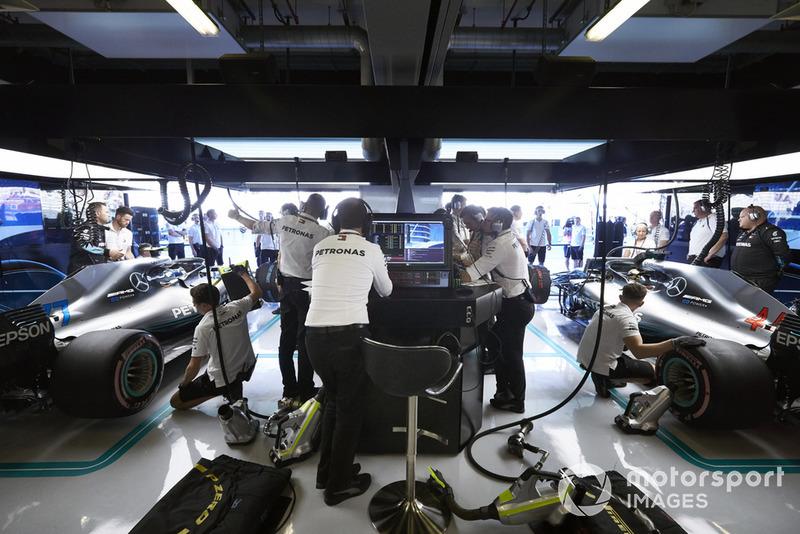 Garasi Mercedes