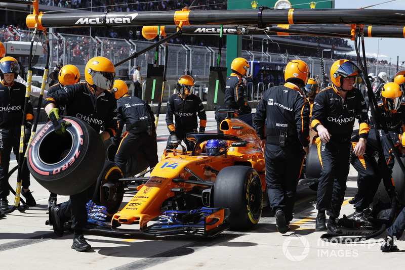 Fernando Alonso, McLaren MCL33, retires from the race