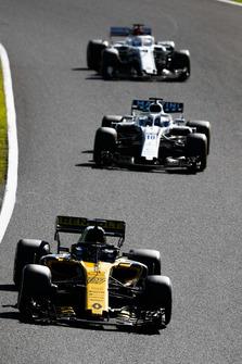 Nico Hulkenberg, Renault Sport F1 Team R.S. 18, leads Lance Stroll, Williams FW41, and Marcus Ericsson, Sauber C37