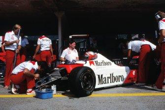 John Watson, McLaren MP4, en pits