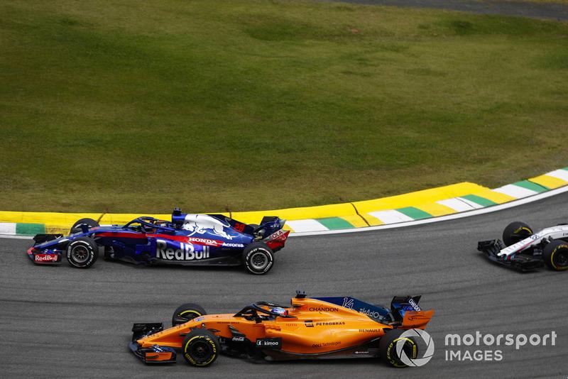 Brendon Hartley, Toro Rosso STR13, Fernando Alonso, McLaren MCL33.