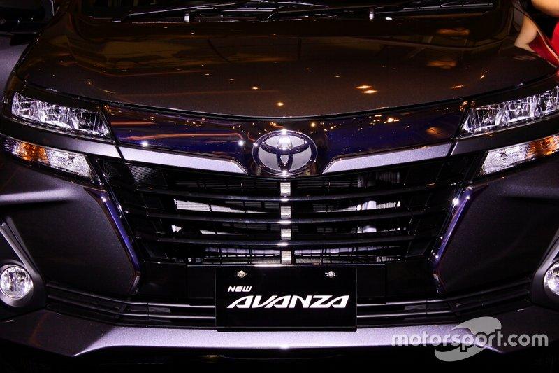 Grill depan Toyota New Avanza