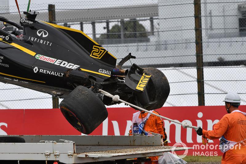 La monoplace accidentée de Nico Hulkenberg, Renault Sport F1 Team R.S. 18 est évacuée
