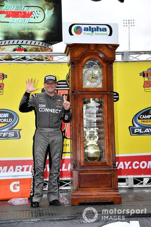 Race winner Johnny Sauter, GMS Racing, Chevrolet Silverado ISM Connect