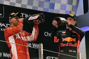 Себастьян Феттель, Ferrari, и Макс Ферстаппен, Red Bull Racing