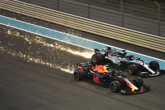 Max Verstappen, Red Bull Racing RB14 en Lewis Hamilton, Mercedes-AMG F1 W09