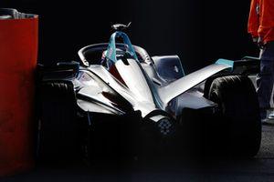 Gary Paffett, HWA Racelab, VFE-05, s'arrête en piste