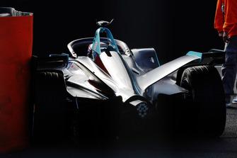 Gary Paffett, HWA Racelab, VFE-05, stops on track.