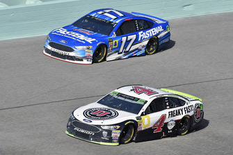 Kevin Harvick, Stewart-Haas Racing, Ford Fusion Jimmy John's, Ricky Stenhouse Jr., Roush Fenway Racing, Ford Fusion Fastenal