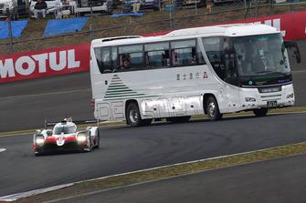 #8 Toyota Gazoo Racing Toyota TS050: Sebastien Buemi, Kazuki Nakajima, Fernando Alonso, with circuit safari bus