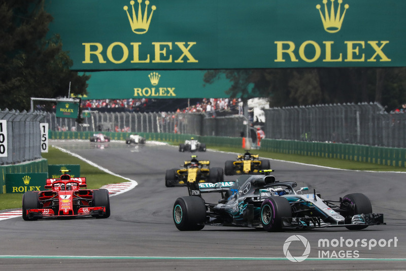 Valtteri Bottas, Mercedes AMG F1 W09 EQ Power+ leads Kimi Raikkonen, Ferrari SF71H at the start of the race